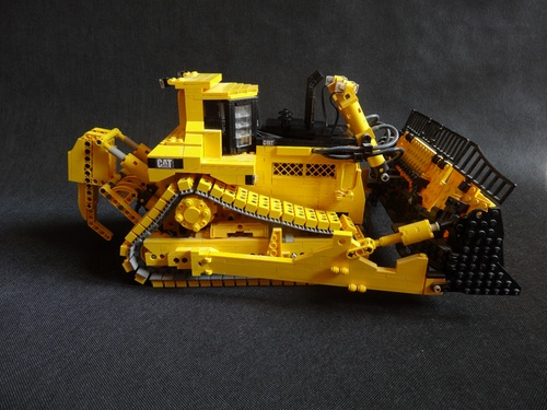 Lego Caterpillar D11T Bulldozer RC