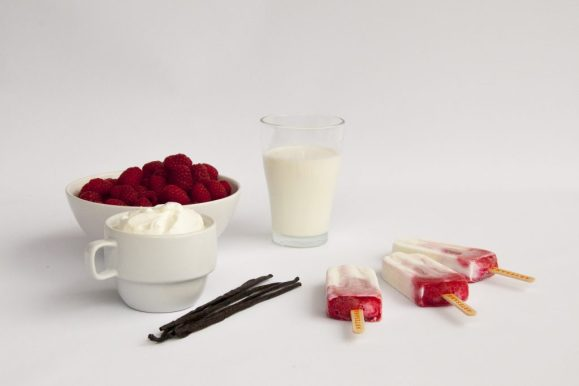 Greek Yogurt & Raspberry Ice Pop - ARTESANA 2