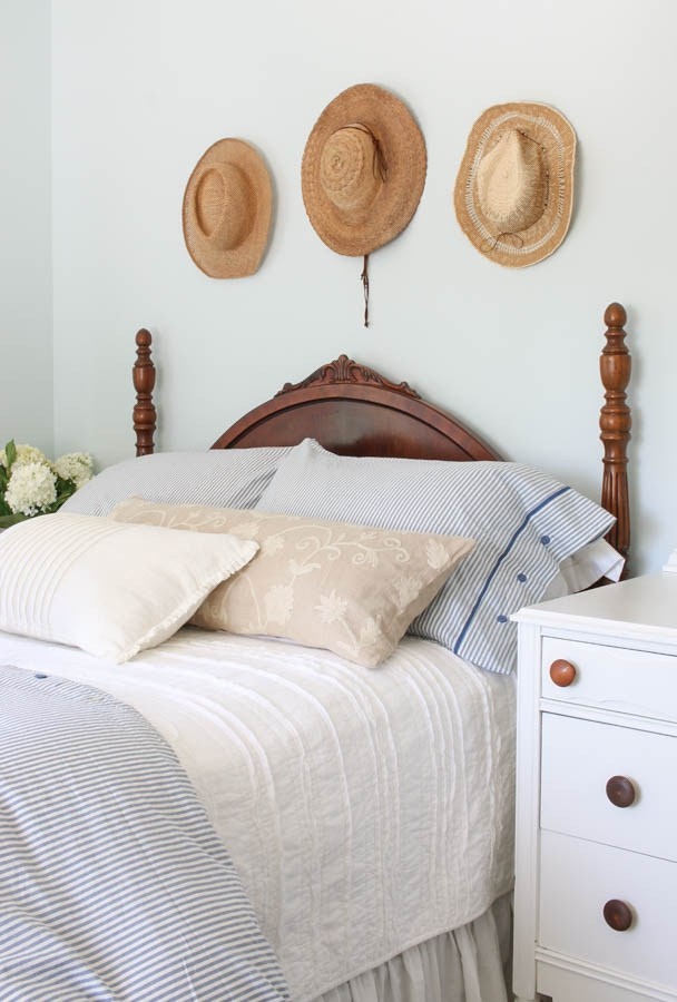 How To Decorate The Wall Space Above Your Arched Headboard The Lettered Cottage