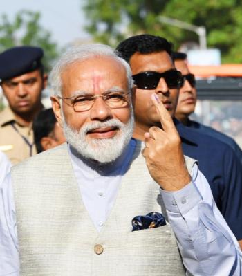 PM Modi casts his vote.