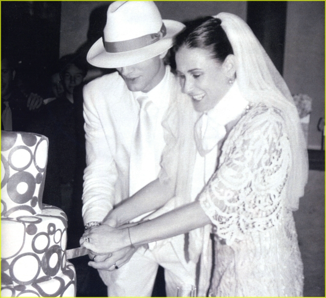 Demi Moore And Ashton Kutcher. January 16, 2011 11:37 AM EST. views: 11