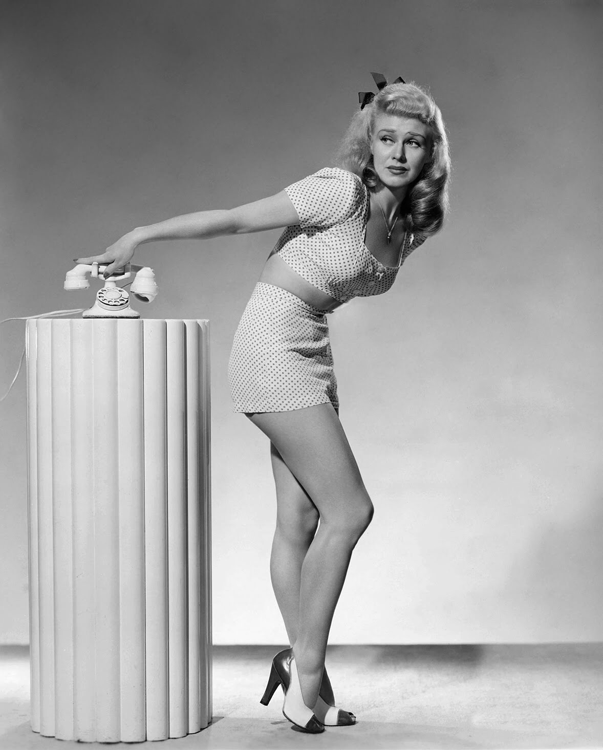 The Incomparable Ginger Rogers In 1933 This Hollywood Star Nailed The Perfect Leg Toning Workout And It Still Works The Life Times Of Hollywood