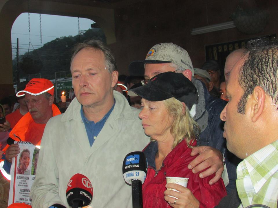 The parents of Kris Kremers at a candlelight vigil in Boquete.