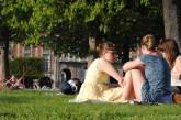 Little American Audrey Hepburn wannebes - in Place de Vosges