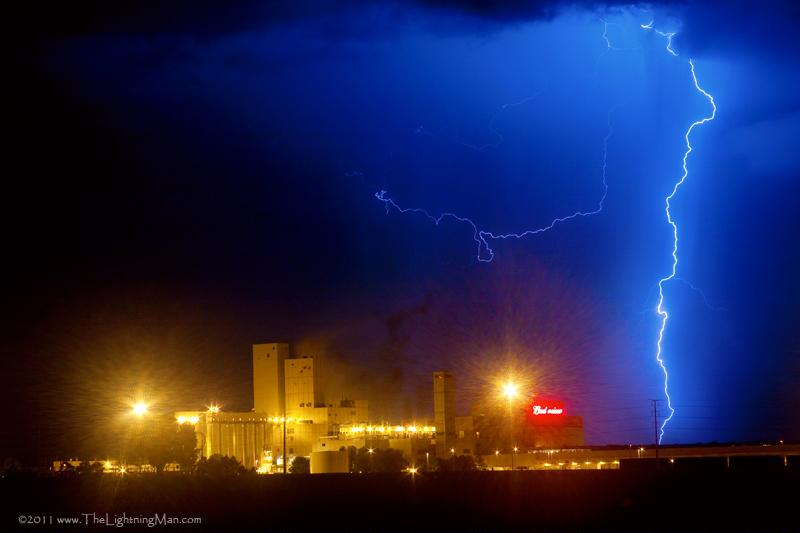 budweiser right lightning strike 800s  Budweiser Lightning Strike To The Right Right?