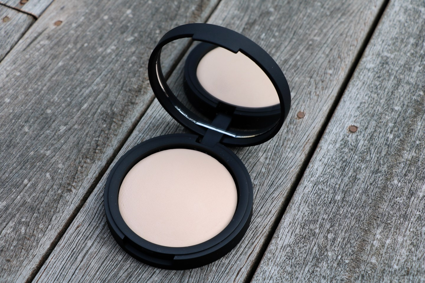 inika baked mineral foundation review