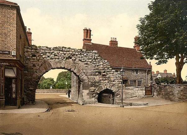 Newport Arch in Lincoln in the 1890's. Photo: Old UK Photos