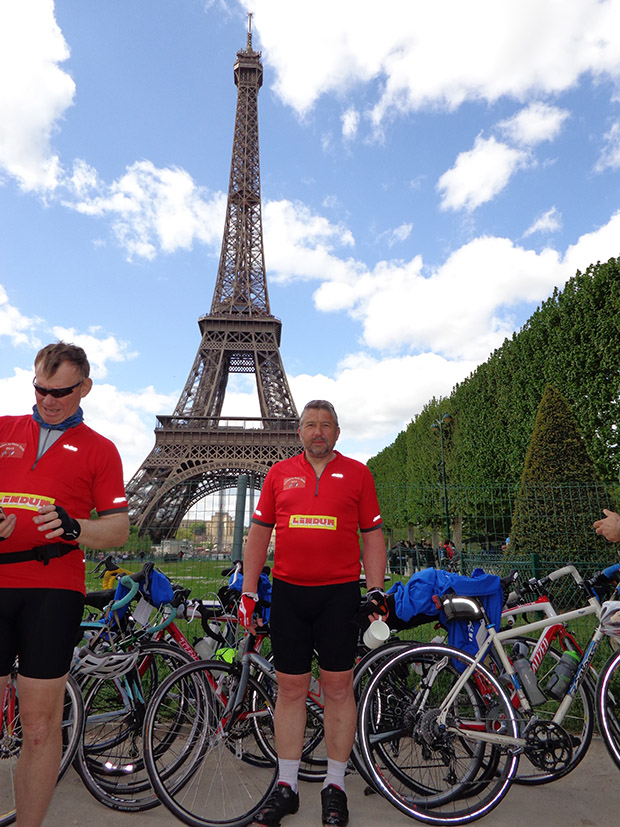 Tim Clark (left) and Simon Gregory at the Eiffel Tower finish point.