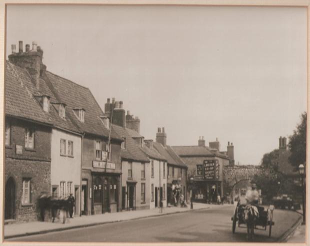 Photo taken of Bailgate in the 1940s.