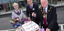 Mayor of Lincoln Patrick Vaughan cut the cake at the official launch. Photo: Steve Smailes for The Lincolnite