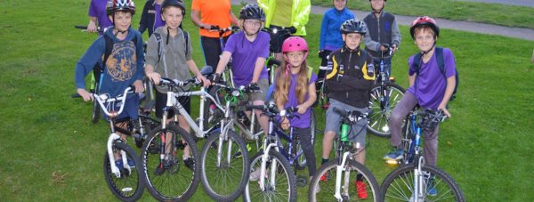 Hannah Cann, the 7th Lincoln Scout Leader, Kia Hogan from Sustrans, and the 7th Lincoln Scouts. Photo: LCC