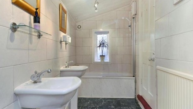 Pottergate Lodge has four bathrooms, two reception rooms and private parking