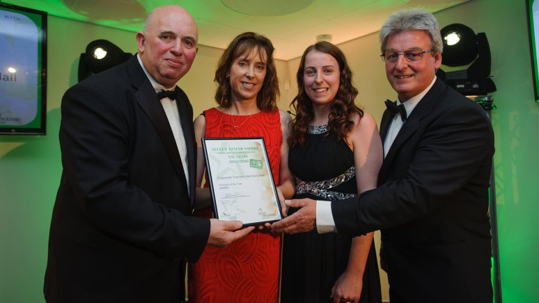 Colin Davie, Executive Councillor for Economic Development, Environment, Strategic Planning and Tourism at Lincolnshire County Council presenting the award for Tearoom of the Year to Pepperpot Tearoom, Hall Farm Park. Photo: Steve Smailes for The Lincolnite