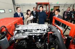 The Chinese delegation take a tour of Lincoln's features and facilities. Photo: Stuart Wilde