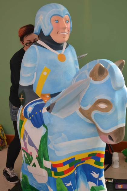 Mel Langton paints the Inspiring a New Generation Knight