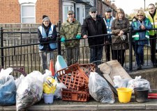 Volunteers brave cold to clear Lincoln streets of rubbish