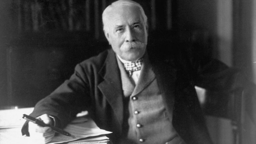 Edward_Elgar_posing_for_the_camera_1931