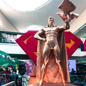 Bask in the beauty of this golden Superman statue! #Superman80thPH