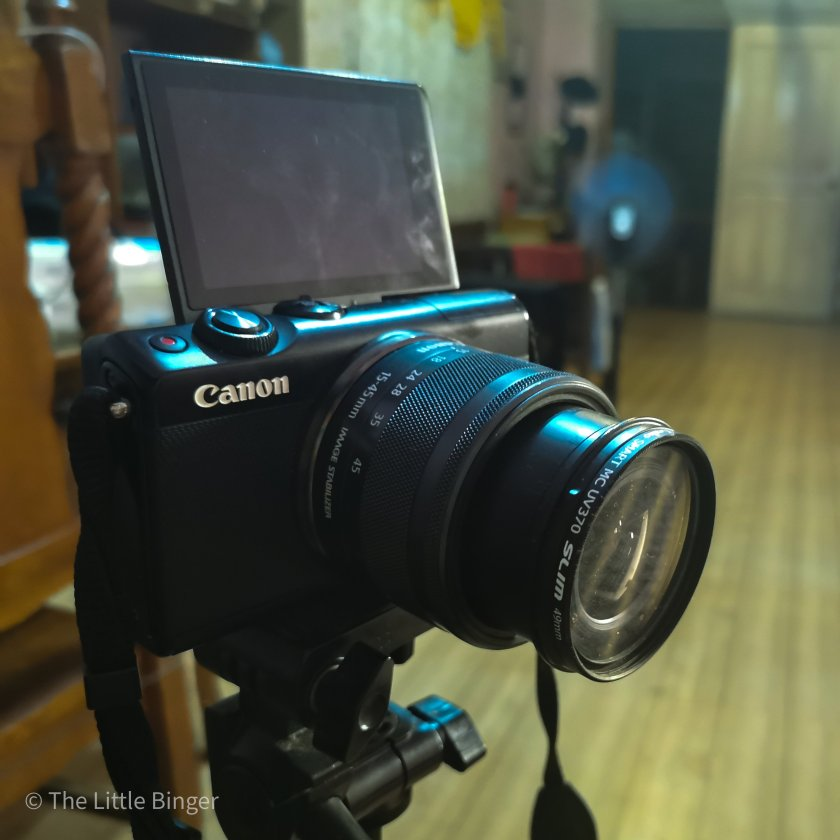 Shoot vlogs with Canon EOS M100 | Easy Vlogging Set-up at Home | The Little Binger
