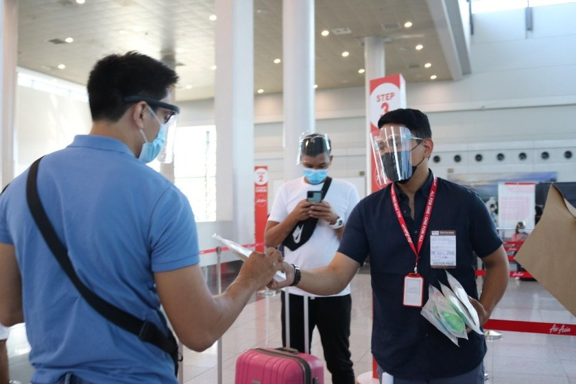 LOOK: AirAsia sends off essential travelers this Holy Week with #AlwaysREDy care kits | The Little Binger