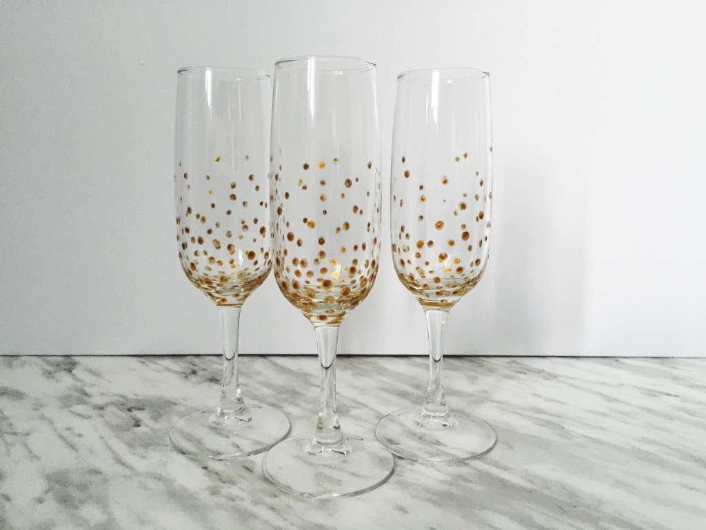The Little Loft - gold dotted champagne flutes
