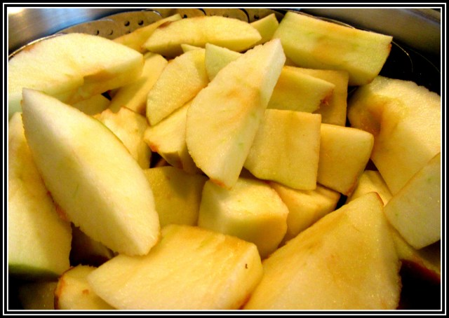 Sliced apple ready to be steamed