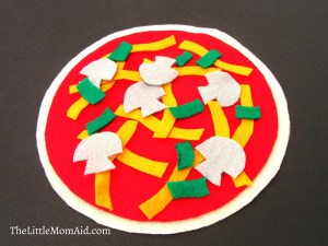 Make your own felt pizza toddlers, DIY Felt Pizza toddlers, Busy Bag Activity Toddlers, Quiet Time Activity Toddler, Felt Pizza