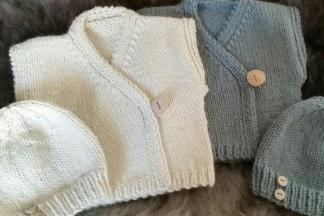 Beginner's easy baby set knitting pattern.