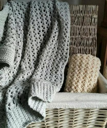 Baby's Cellular Pram Blanket Knitting Pattern
