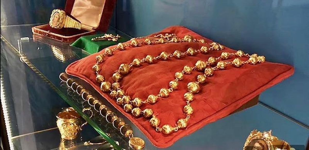 Mary Queen of Scots' Gold Rosary Beads, Among Other Treasures, Have Been Stolen