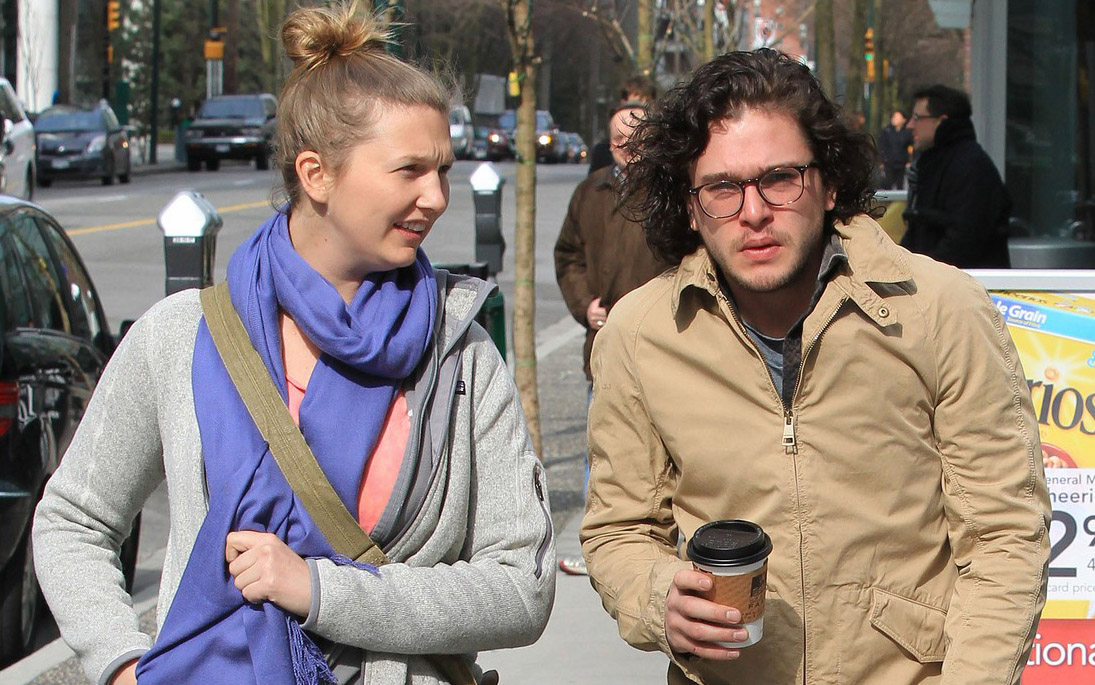 *EXCLUSIVE* Kit Harrington steps out for an Early Morning Breakfast with a blonde [NO Canada, NO Germany, NO Austria]
