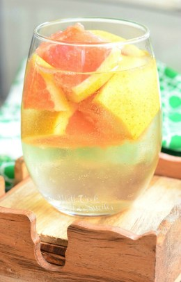 Fresh-Grapefruit-Sangria.-Refreshing-cocktail-just-perfect-for-warm-weather.-from-willcookforsmiles.com-2