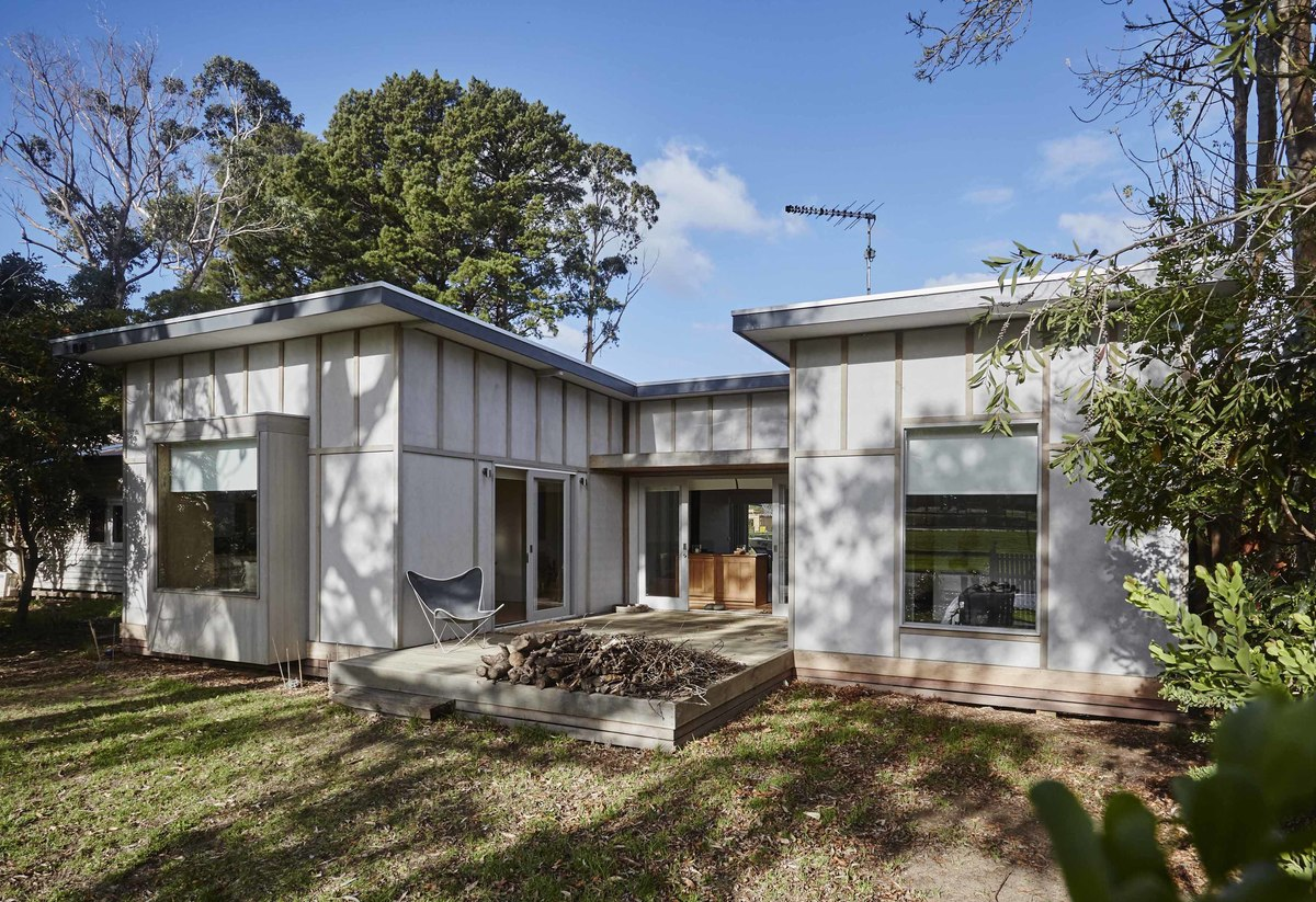 Australian Architecture, Shoreham Beach Shack by Sally Draper Architects, Shoreham, VIC, Australia (2)