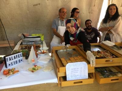 Famille de réfugiés syriens au marché Sabe la Tierra