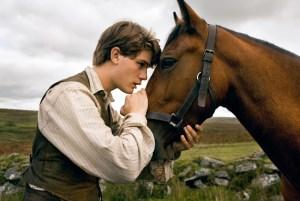 war-horse-movie-image-jeremy-irvine-01