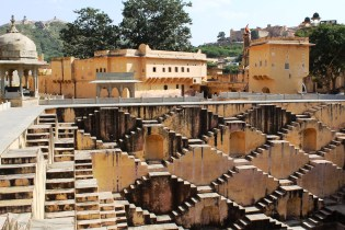 A Stepwell - A clever way to give a lot of people access to water at one time
