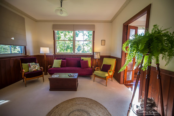 Queen-Bee-Cottage-Milton-lounge-2-590px