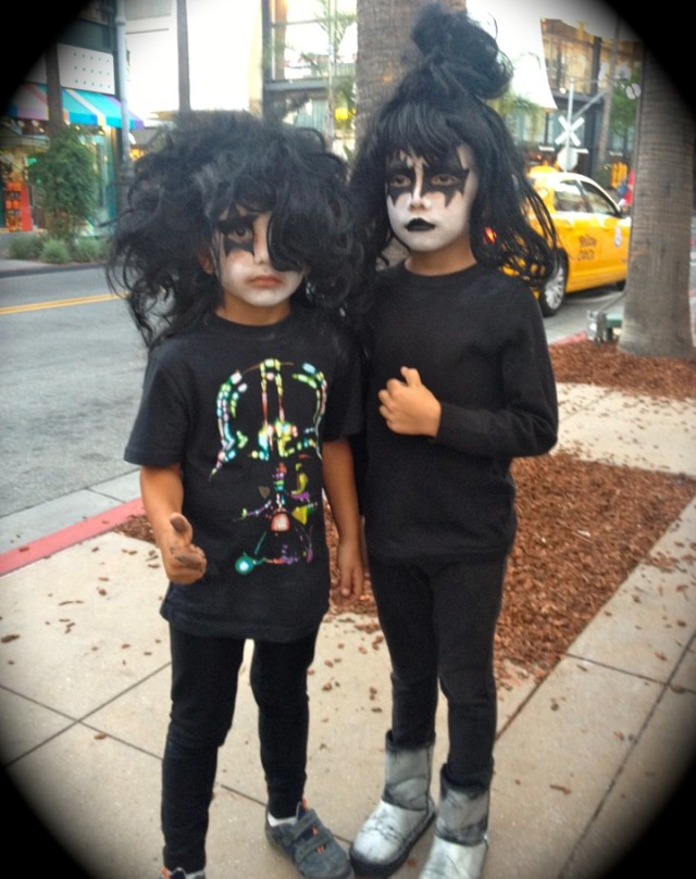 Young KISS fans wait to meet Gene Simmons and Paul Stanley (photo by Nikki Kreuzer)