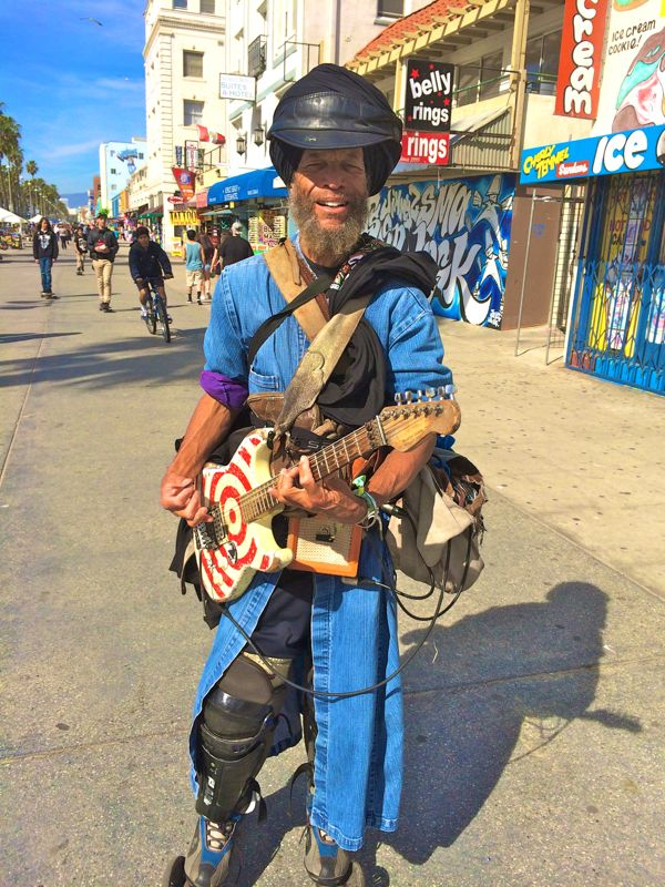 Harry Perry the Kosmic Krusader on Venice Beach (photo by Nikki Kreuzer)