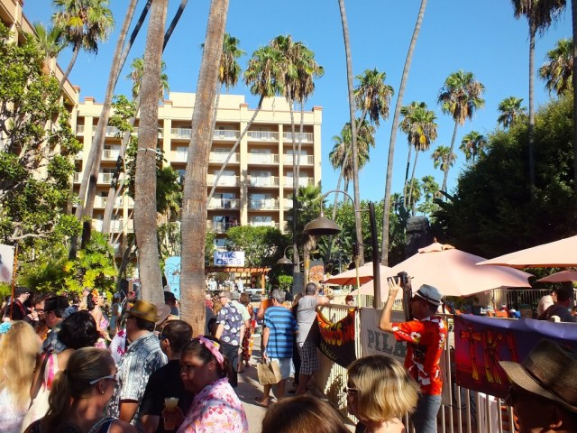 Crowd at Sip and Savor at the Tiki Oasis. Phot by Edward simon for The Los Angeles Beat.