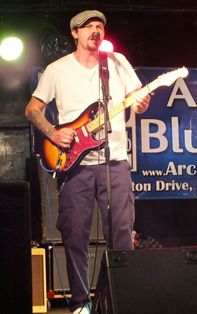 Hornbuckle singing the blues. Photo by Edward Simon for The LA Beat.