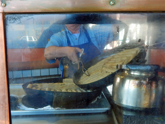 taquitos being cooked at cielito lindo 160213