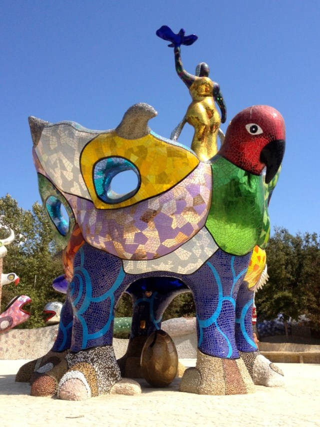 Queen Califia stands atop a giant eagle, while holding a bird in her hand (photo by Nikki Kreuzer)
