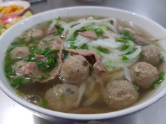 Hot pho with beef balls