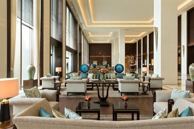 Interior_Lobby_483495_med