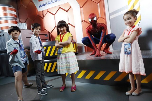 Hong Kong Disneyland_Spider-Man_with models_(3)