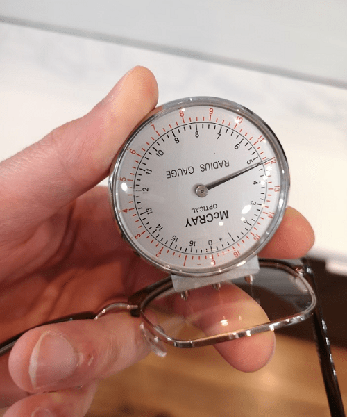 Lens Clock on Measuring Base Curve