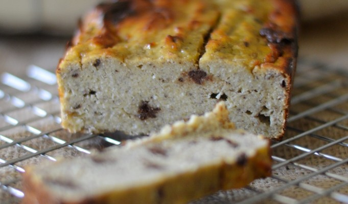 4 ingredient banana and chocolate chip loaf