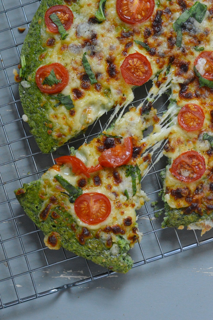 Low Carb Pesto Pizza (+ Video)