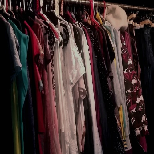 How to have a glamorous walk-in closet even though you're not a millionaire!